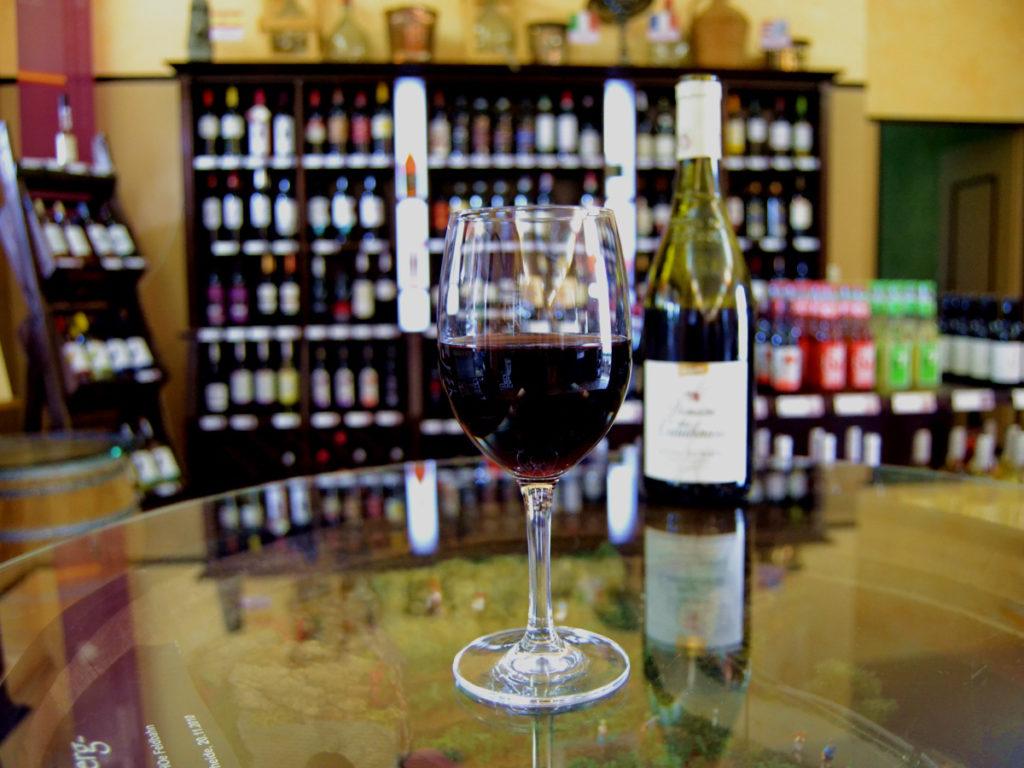 Vinothek, über 250 Bio-Weine