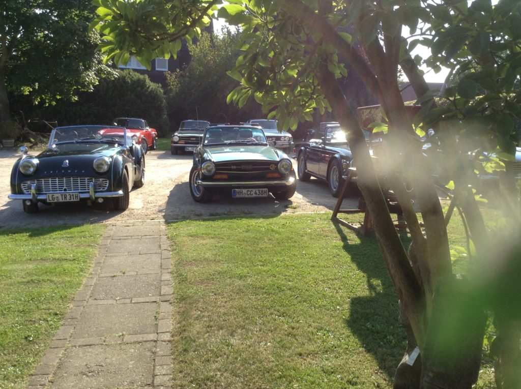 Englische Automobilisisten aus vergangenen Jahren besuchen uns.