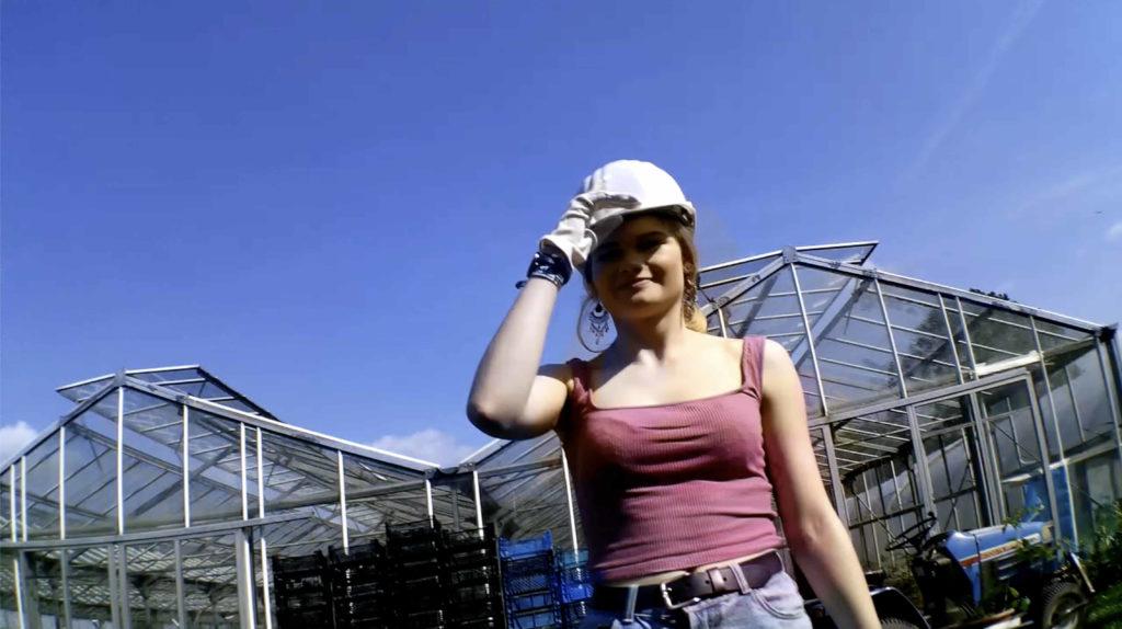 Natürlich tragen wir bei der Ernte einen Helm!